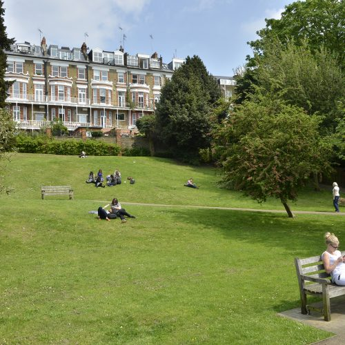 2016-05-12-Richmond_Thames-Path_Terrace-Gardens_Springtime