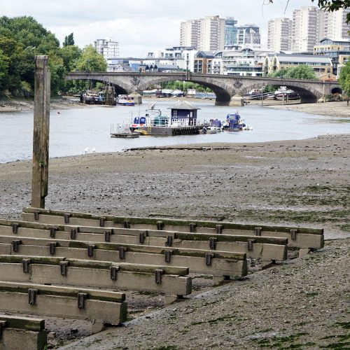 2016-08-03-Hounslow_Strand-on-the-Green_Low-tide-towards-Kew_Summer