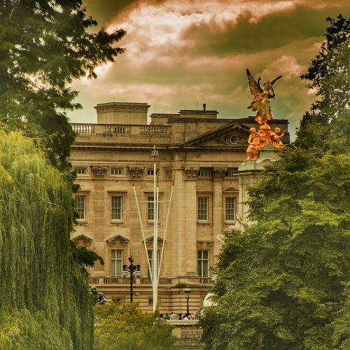 5565-Buckingham-Palace-and-Victoria-Monument-from-St-James-Park