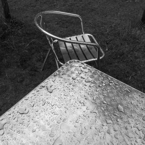 Wet-Table-and-Chair