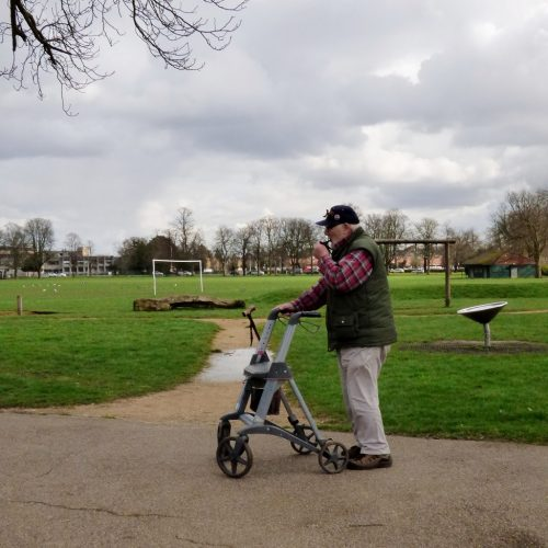 20170306_Redbridge_Queen-Elizabeth-II-Barkingside-Recreation_Having-a-Puff