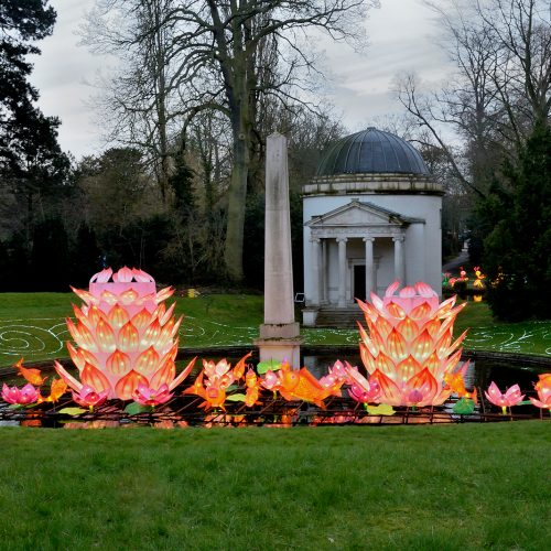 2016033_Hounslow_Chiswick-House_Pond-with-chinese-lanterns