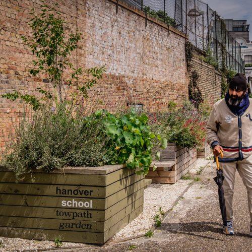 20160708_Islington_Regents-Canal_Hanover-School-Towpath-Garden