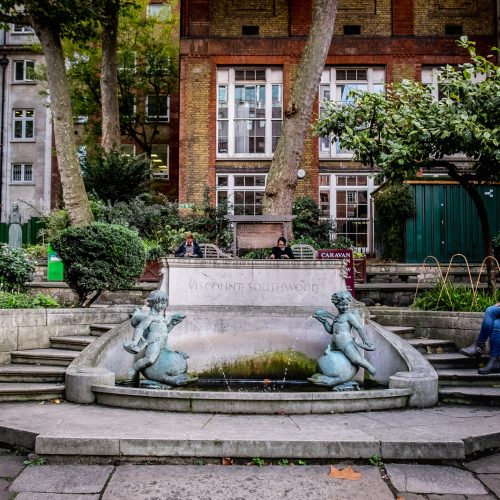 20161013_Westminster_St-Jamess-Piccadilly_Church-Garden