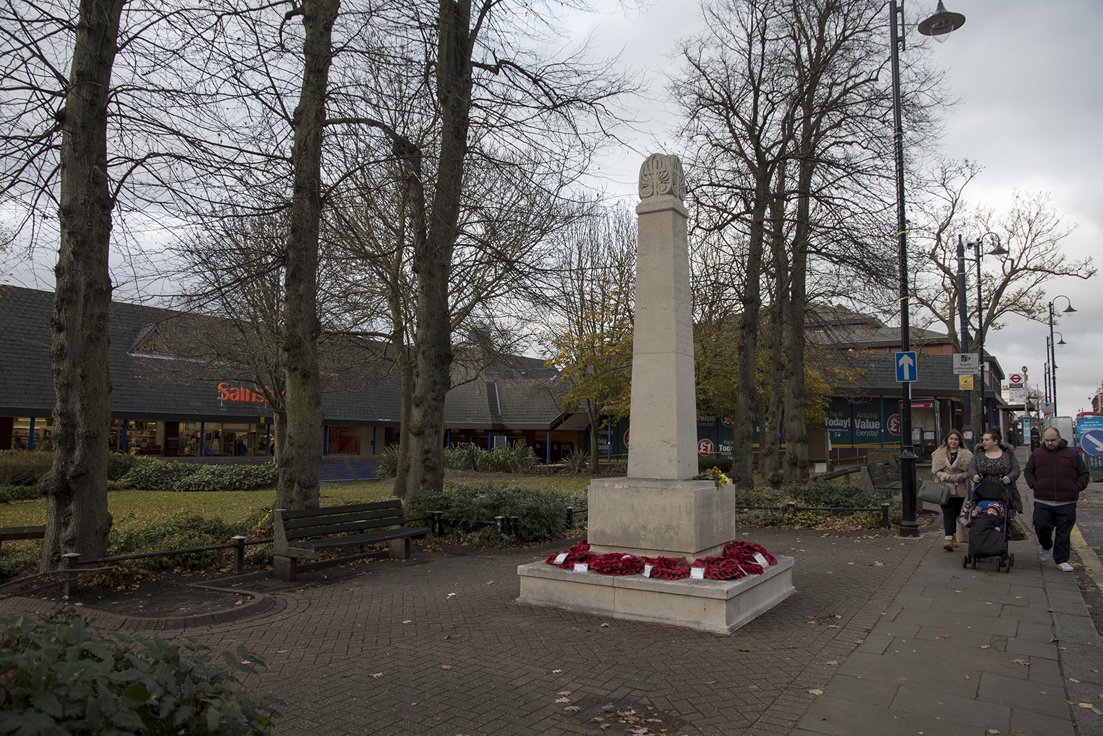 20161124_Bromley_Gipsey-Hill_Landscape_Winter_Memorial-outside-Sainsburys