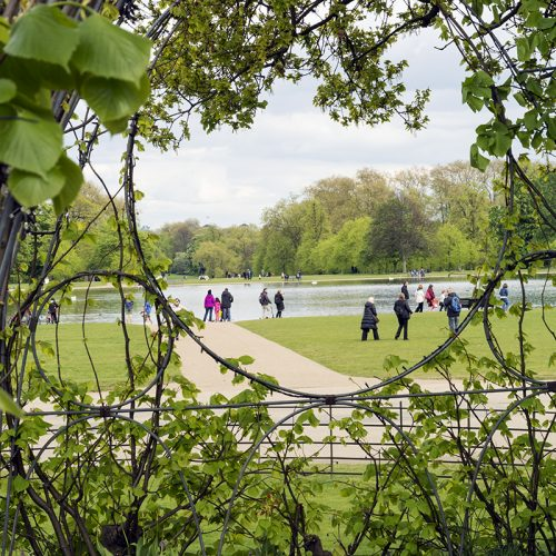 2017-04-17-Kensington-and-Chelsea_Kensington-Palace_Spring_Landscape-View-from-the-White-Garden-to-the-Round-Pond