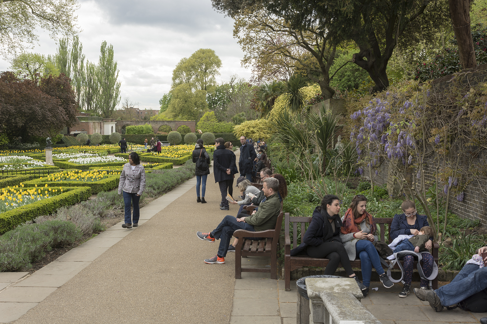 2017-04-17-Kensington-and-Chelsea_Spring_People_Holland-Park-Easter-Monday