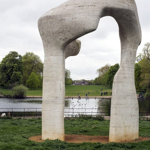 2017-04-17-Westminster_Hyde-Park_Statue_Spring-Henry-Moore-presides