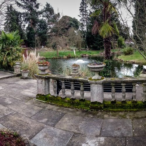20170301_Enfield_Myddelton-House-Gardens_Lady-the-Pond