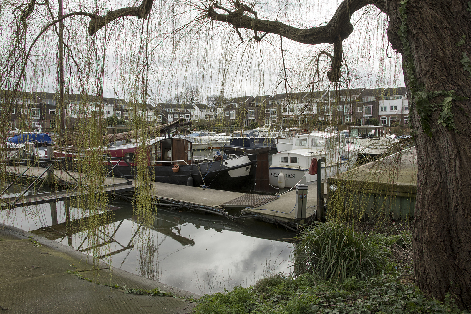20170308_Hammersmith-and-Fulham_Chiswick-Quay_Landscape_Winter_Boats-in-the-Basin