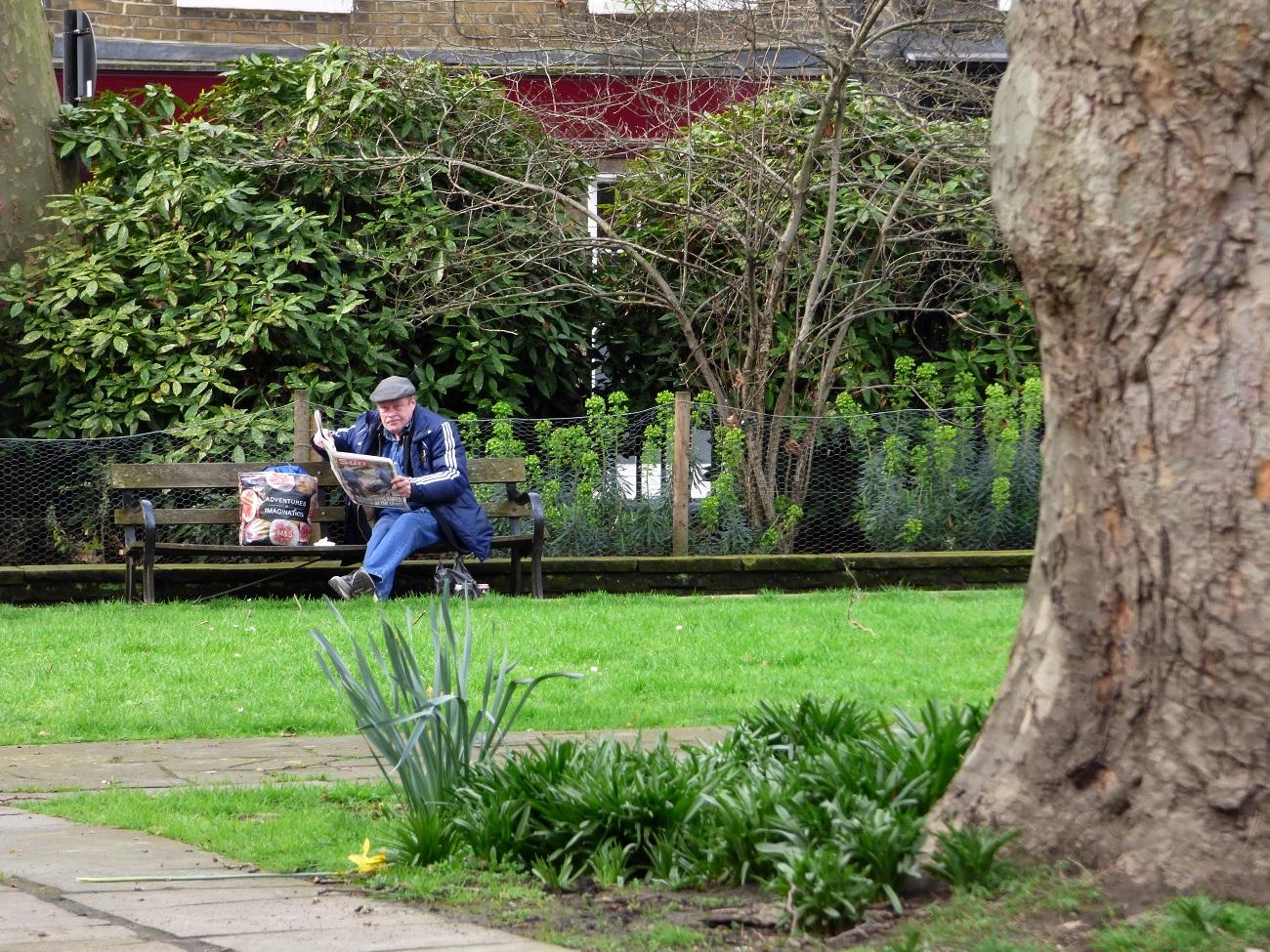 20170323_Islington_St-Lukes-Gardens_Distracted