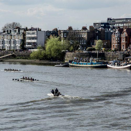 20170402_Hammersmith-and-Fulham_Hammersmith-bridge_Cambridge-womens-boat-leading