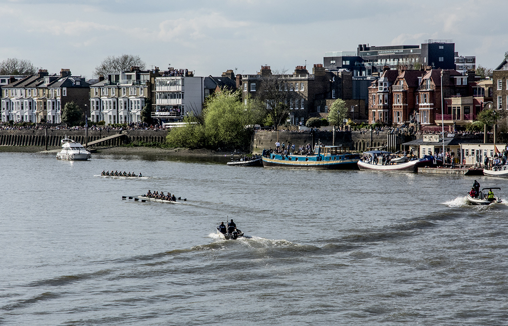 20170402_Hammersmith-and-Fulham_Hammersmith-bridge_Cambridge-womens-boat-leading