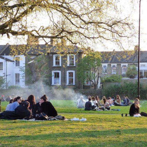 20170407_Hackney_London-Fields_Evening-Bar-B-Qs-in-early-spring