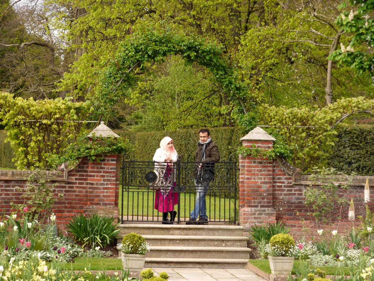 20170407_Westminster_Kensington-Palace-Memorial-Garden_Reminising-perhaps