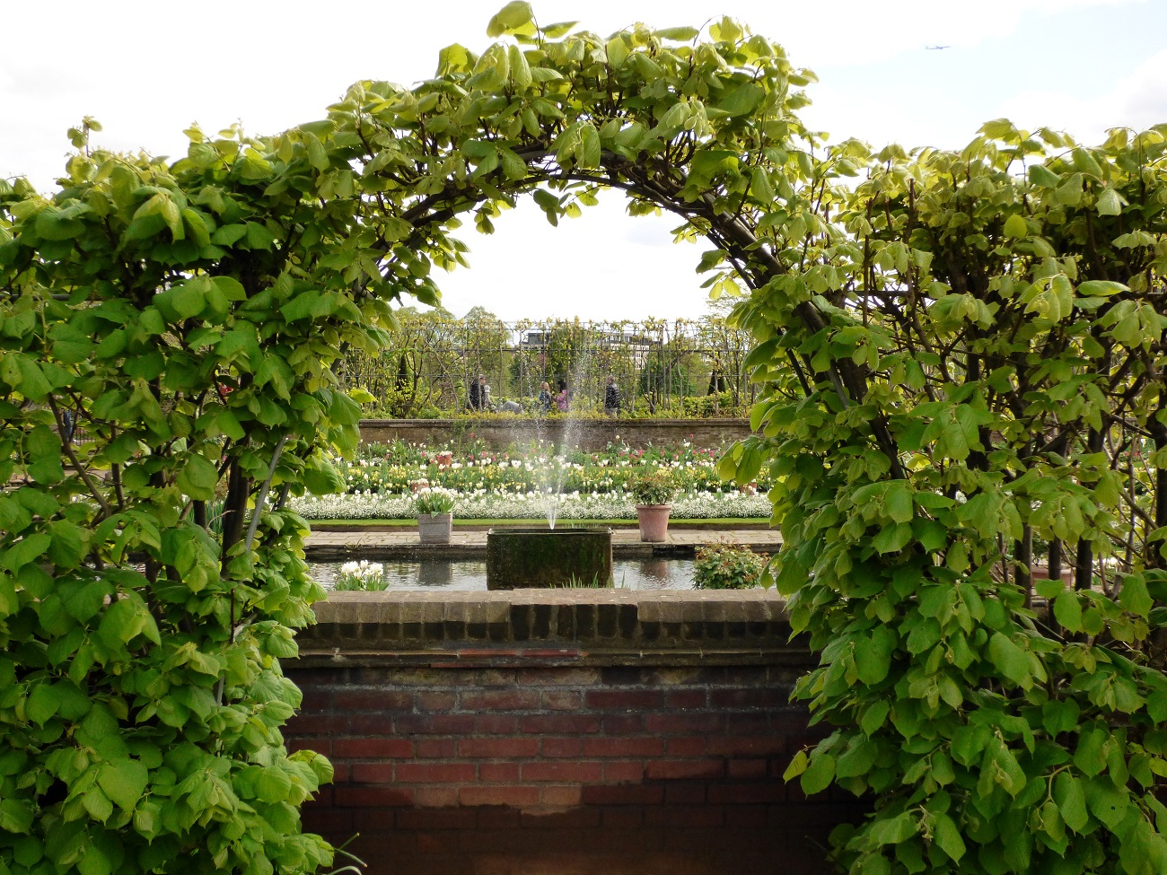 20170407_Westminster_Kensington-Palace-Memorial-Garden_The-Archway