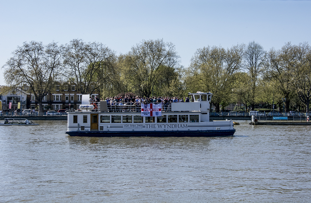 20170409_Hammersmith-and-Fulham_The-Thames-at-Bishops-Park_Party-boat