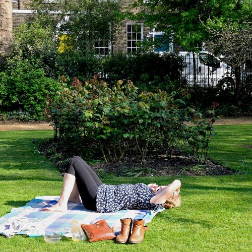 2017048_Southwark_West-Square_Relaxing-in-the-sun