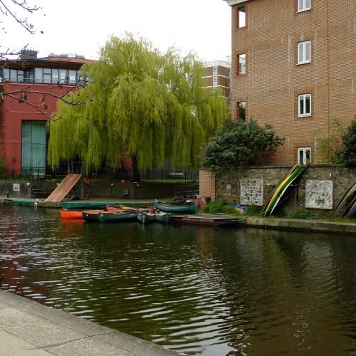20160422_Hackney_Regents-Canal_Jogging-Past-Boat-Club