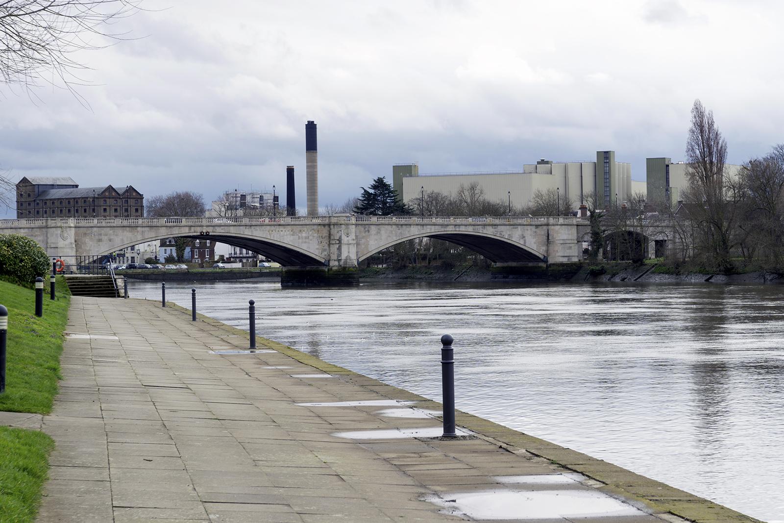 2017-03-08-Thames-Paath_Views-towards-Chiswick-Bridge