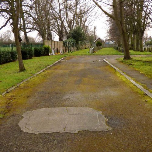 20170306_Redbridge_Barkingside-Cemetery_Entering-the-Graveyard