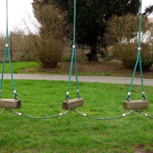 20170306_Redbridge_Queen-Elizabeth-II-Barkingside-Recreation_Chained-Swings