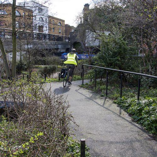 20170307_Islington_Thornhill-Bridge-Community-Gardens-_Heading-for-the-canal
