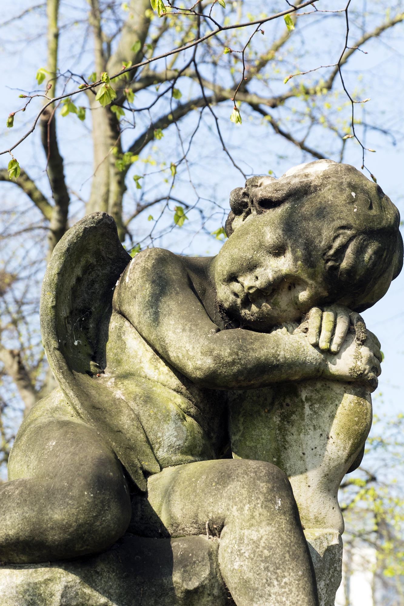 2017-04-08-Brompton-Cemetery-Cherub