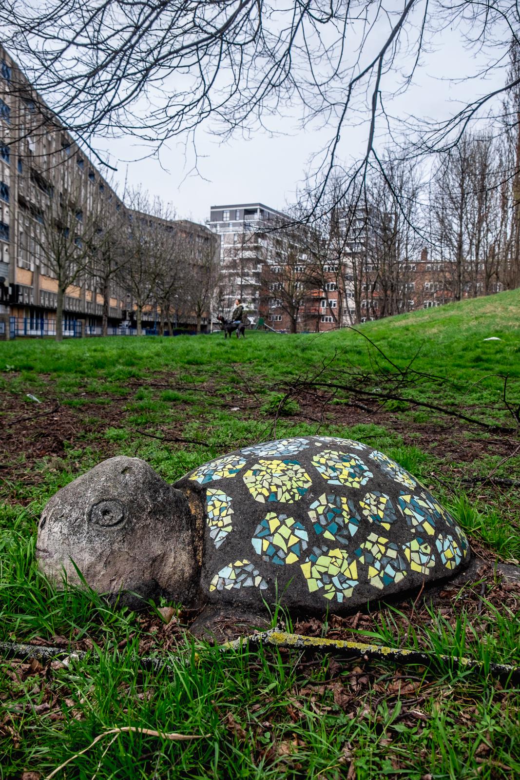 20170311_Tower-Hamlets_Robin-Hood-Gardens_Stone-Me-Its-a-Turtle