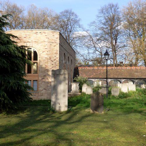 20170403_Newham_West-Ham-Parich-Church_Head-Stones-and-arches