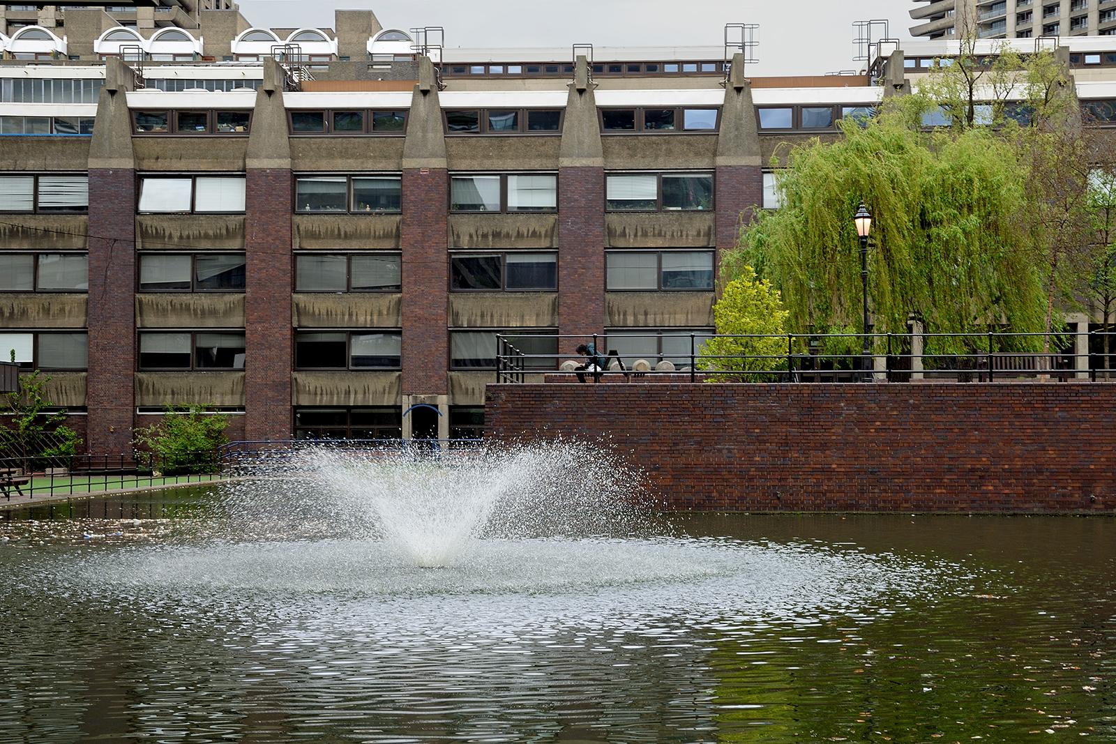 20170416_City-of-London_The-Barbican-Estate_Fountain-in-the-Barbican